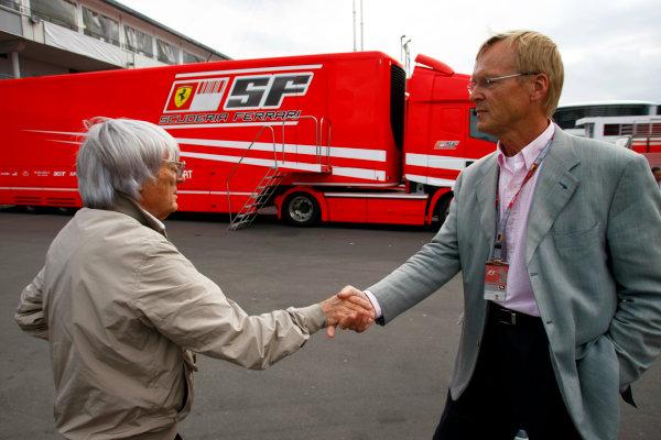 Nurburgring, Germany10th July 2009Bernie Ecclestone shakes hands with FIA presidency candidate Ari Vatanen. Portrait.World Copyright: Glenn Dunbar/LAT Photographicref: Digital Image _26Y7699