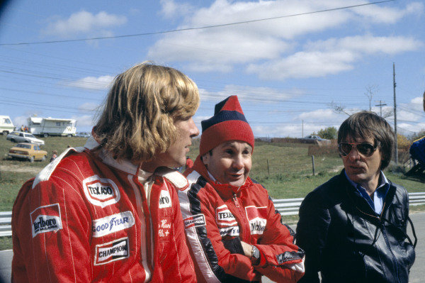 1977 Canadian Grand Prix.Mosport Park, Canada. 9 October 1977.James Hunt, Teddy Mayer and Bernie Ecclestone.World Copyright: LAT Photographicref: 35mm Transparency Image