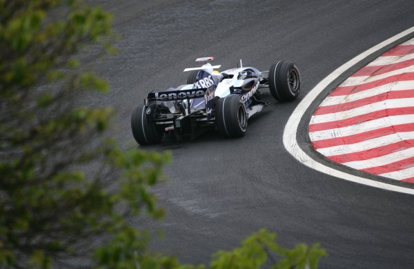 2007 Brazilian Grand Prix - Friday Practice Interlagos, Sao Paulo, Brazil 19th October 2007. Nico Rosberg, Williams FW29 Toyota. Action.  World Copyright: Steve Etherington/LAT Photographic ref: Digital Image WI2T8171