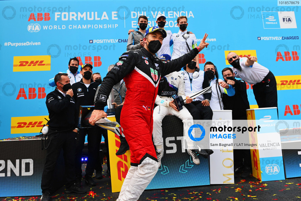 Andre Lotterer (DEU), Tag Heuer Porsche, 3rd position, dives in front of the BMW I Andretti podium celebration