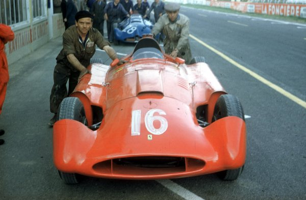 1956 French Grand Prix.Reims, France.29/6-1/7 1956.Alfonso de Portago (stream-lined Lancia-Ferrari D50) in the pits.Ref-56FRA14.World Copyright - LAT Photographic