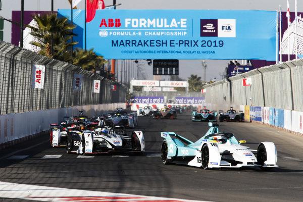 Oliver Turvey (GBR), NIO Formula E Team, NIO Sport 004, leads Jose Maria Lopez (ARG), GEOX Dragon Racing, Penske EV-3, and Daniel Abt (DEU), Audi Sport ABT Schaeffler, Audi e-tron FE05