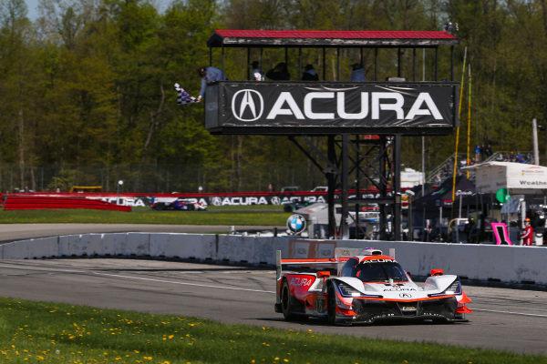 #6 Acura Team Penske Acura DPi, DPi: Juan Pablo Montoya, Dane Cameron, Checkered Flag