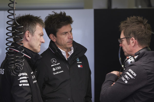 James Allison, Technical Director, Mercedes AMG, Toto Wolff, Executive Director (Business), Mercedes AMG, and Andrew Shovlin, Chief Race Engineer, Mercedes AMG