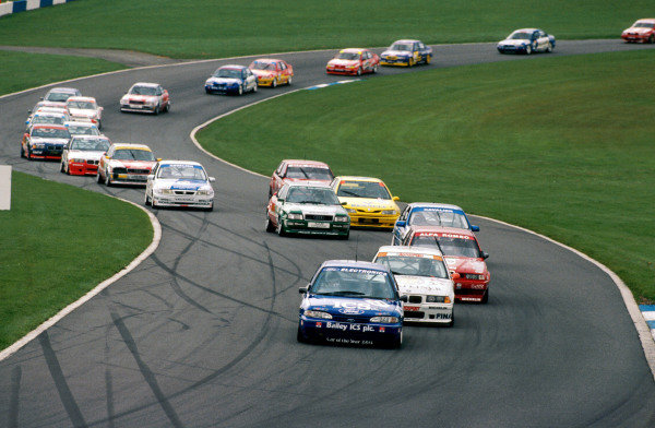 Paul Radisich (NZL) Ford Mondeo Ghia leads the field. FIA Touring Car World Cup, Donington Park, England, 16 October 1994.