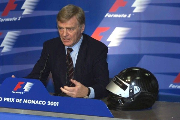Max Mosley (GBR) FIA President, presents the new FIA designed prototype helmet to the Media.  He also discussed the HANS safety system. Monaco Grand Prix Qualifying, Monte Carlo 26 May 2001 DIGITAL IMAGE