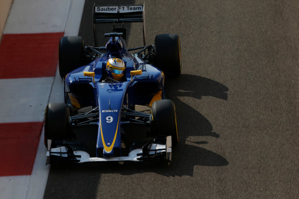 Yas Marina Circuit, Abu Dhabi, United Arab Emirates. Saturday 28 November 2015. Marcus Ericsson, Sauber C34 Ferrari. World Copyright: Charles Coates/LAT Photographic ref: Digital Image _99O9026