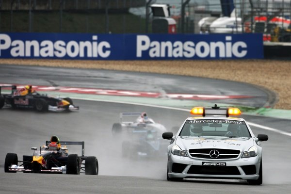 Race winner Felipe Nasr (BRA) Eurointernational leads behind the Safety Car at the start of the race.
