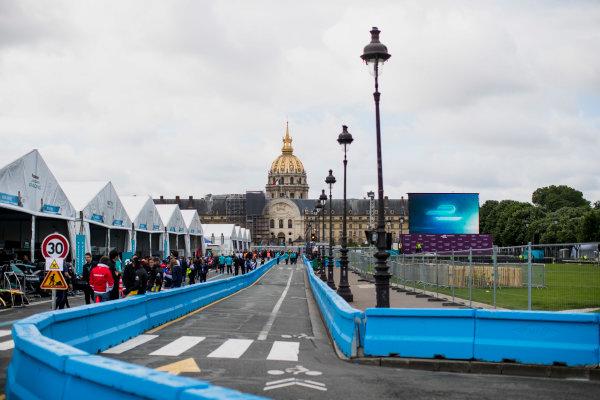 2016/2017 FIA Formula E Championship. Paris ePrix, Paris, France. Friday 19 May 2017. The pits. Photo: Zak Mauger/LAT/Formula E ref: Digital Image _56I1333