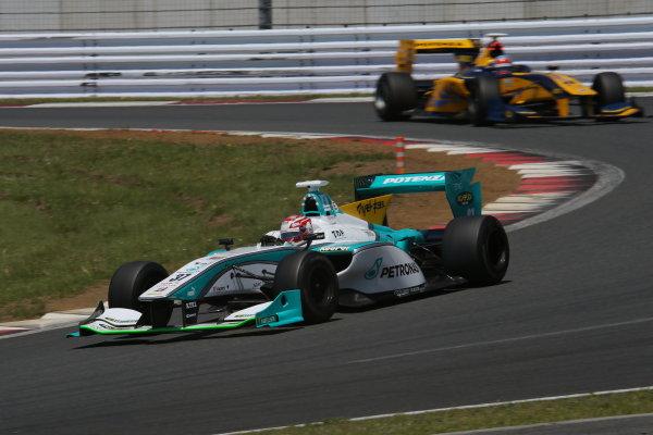 2014 Super Formula Series. Fuji, Japan. 17th - 18th May 2014. Rd 2. Race 1 - 2nd position Kazuki Nakajima ( #37 TEAM TOM'S SF14 ) action World Copyright: Yasushi Ishihara / LAT Photographic. Ref: 2014SF_Rd2_009.JPG
