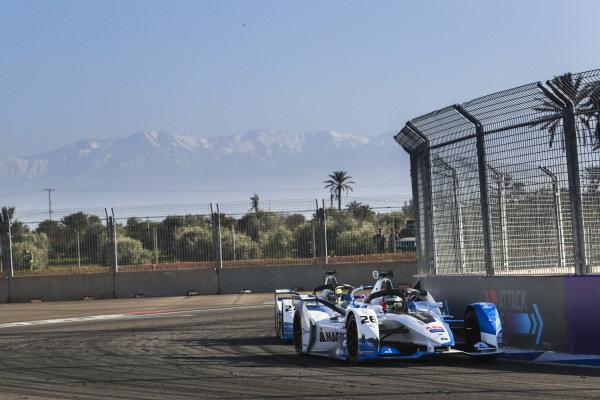 Antonio Felix da Costa (PRT), BMW I Andretti Motorsports, BMW iFE.18, leads Alexander Sims (GBR) BMW I Andretti Motorsports, BMW iFE.18