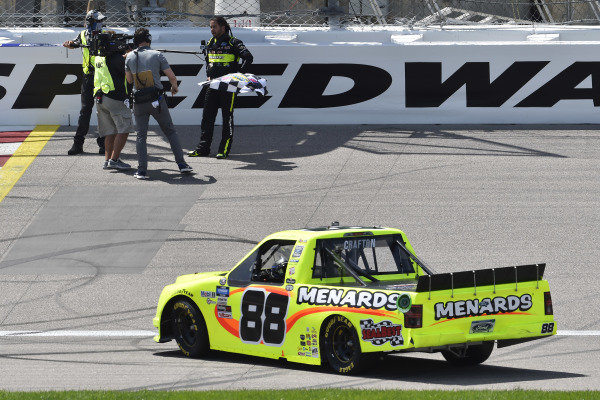#88: Matt Crafton, ThorSport Racing, Menards Ford F-150 celebrates his win