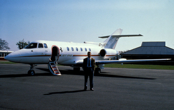 Isle of Man, United Kingdon. 18/4/1989. Nigel Mansell stands in front of the Ferrari company jet