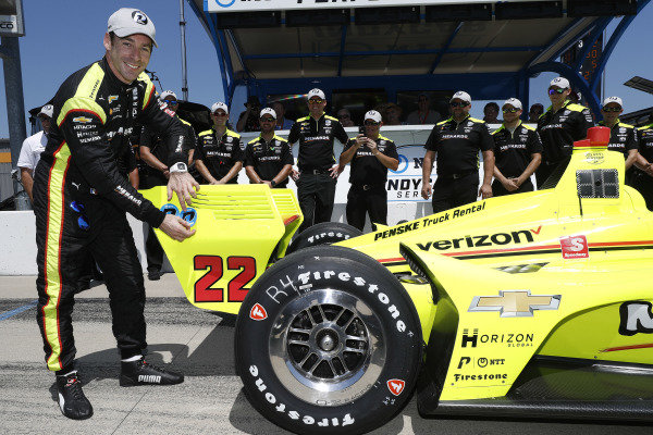 Simon Pagenaud, Team Penske Chevrolet wins the NTT P1 award and pole position