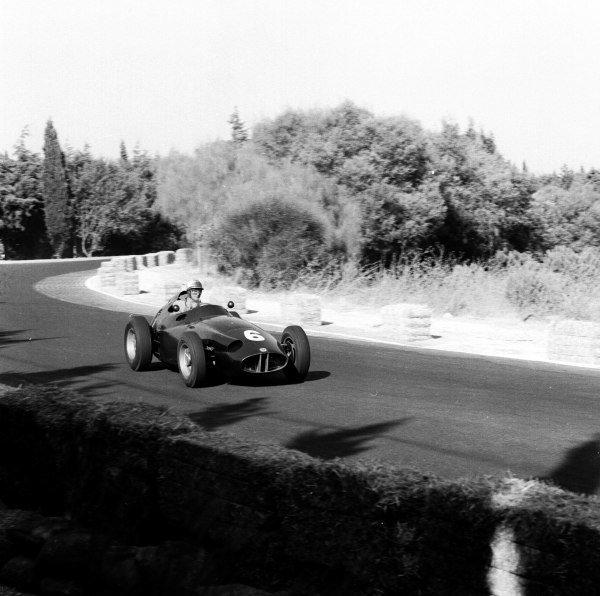1959 Portuguese Grand Prix.Monsanto, Lisbon, Portugal. 21-23 August 1959.Harry Schell (BRM P25) 5th position. Ref-4836.World Copyright - LAT Photographic