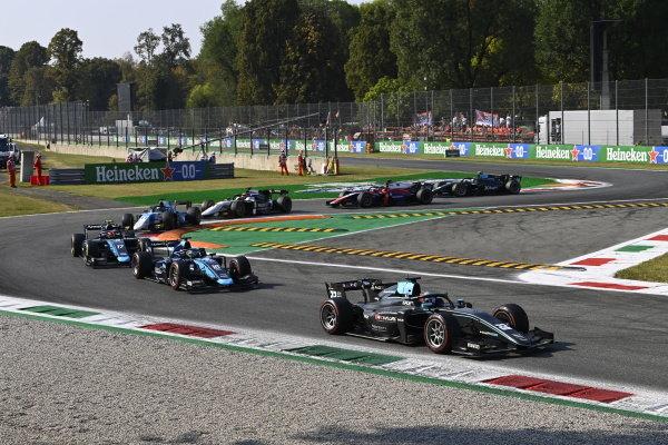 Jake Hughes (GBR, HWA Racelab), Marcus Armstrong (NZL, DAMS), Marcus Armstrong (NZL, DAMS) and Richard Verschoor (NLD, MP Motorsport)
