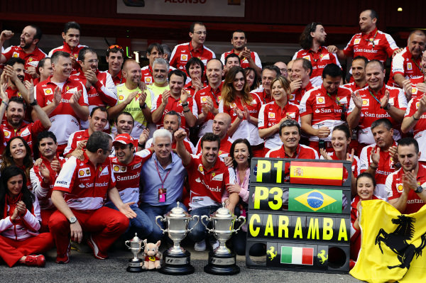 Race winner Fernando Alonso (ESP) Ferrari celebrates with the Ferrari team. Formula One World Championship, Rd5, Spanish Grand Prix, Race Day, Barcelona, Spain, Sunday 12 May 2013.  BEST IMAGE
