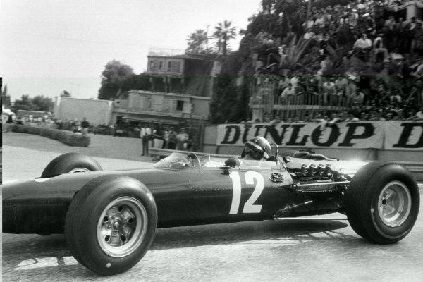 1966 Monaco Grand Prix.Monte Carlo, Monaco. 22 May 1966.Jackie Stewart, BRM P261, 1st position, action.World Copyright: LAT PhotographicRef: Motor b&w print