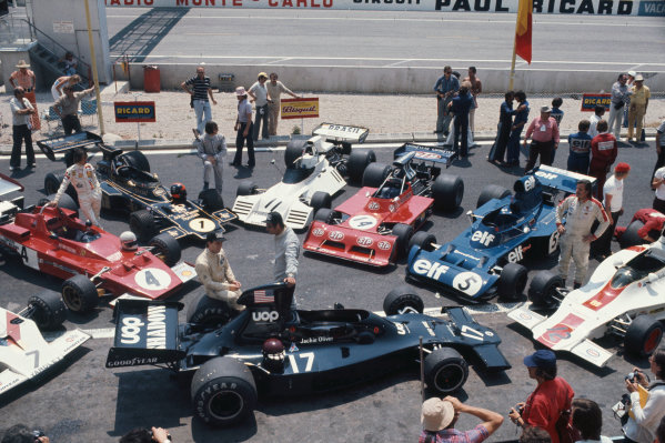 1973 French Grand Prix.  Paul Ricard, Le Castellet, France. 29th June - 1st July 1973.  Jackie Oliver's Shadow DN1 Ford centre stage, surrounded by McLaren M23 Ford, Arturo Merzario with Ferrari 312B3, Brabham BT42 Ford, March 731 Ford, Tyrrell 006 Ford, and Graham Hill with Shadow DN1 Ford.  Ref: 73FRA19. World Copyright: LAT Photographic