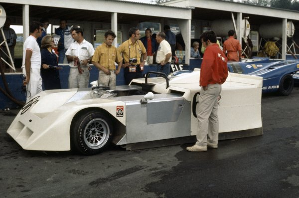 1970 Can-Am Challenge Cup.CanAm race. Watkins Glen, New York State, United States (USA). 12 July 1970.Jackie Stewart (Chaparral 2J-Chevrolet), retired, in the pits.World Copyright: LAT PhotographicRef: 35mm transparency 70CANAM17