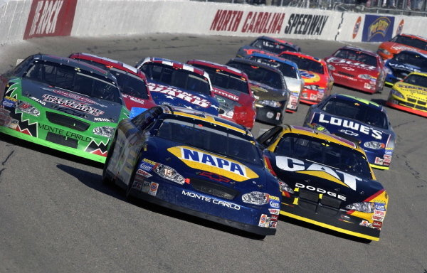 Michael Waltrip (USA), NAPA Auto Parts Chevrolet, leads the pack.