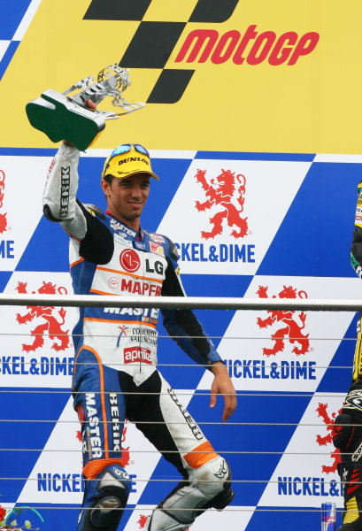 2007 MotoGP. British Grand Prix.  Donington Park, England. 22nd-24th June 2007.  250cc. Alex de Angelis, Aprilia, 2nd position, on the podium.  Ref: IMG_5942a. World Copyright: LAT Photographic