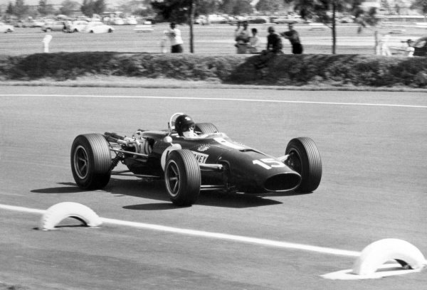 1966 Mexican Grand Prix.Mexico City, Mexico. 23 October 1966.Dan Gurney, Eagle AAR101-Climax, 5th position, action.World Copyright: LAT PhotographicRef: b&w print