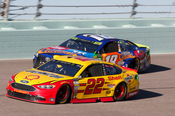Monster Energy NASCAR Cup Series Ford EcoBoost 400 Homestead-Miami Speedway, Homestead, FL USA Sunday 19 November 2017 Joey Logano, Team Penske, Ford Fusion Kyle Busch, Joe Gibbs Racing, M&M's Caramel Toyota Camry World Copyright: Matthew T. Thacker LAT Images