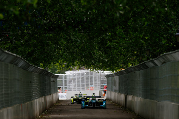 2014/2015 FIA Formula E Championship. London ePrix, Battersea Park, London, United Kingdom. Sunday 28 June 2015 Jarno Trulli (ITA)/Trulli Racing - Spark-Renault SRT_01E leads Nelson Piquet Jr (BRA)/China Racing - Spark-Renault SRT_01E  Photo: Zak Mauger/LAT/Formula E ref: Digital Image _L0U9414