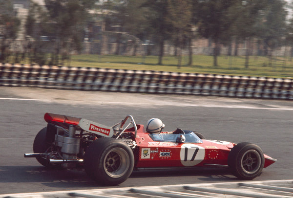 1970 Mexican Grand Prix.Mexico City, Mexico.23-25 October 1970.John Surtees (Surtees TS7A Ford) 8th position.Ref-70 MEX 93.World Copyright - LAT Photographic
