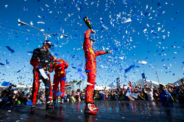 2015/2016 FIA Formula E Championship. Long Beach ePrix, Long Beach, California, United States of America. Sunday 3 April 2016. Stephane Sarrazin (FRA), Venturi VM200-FE-01, Lucas Di Grassi (BRA), ABT Audi Sport FE01, Daniel Abt (GER), ABT Audi Sport FE01. Photo: Zak Mauger/LAT/Formula E ref: Digital Image _L0U1816