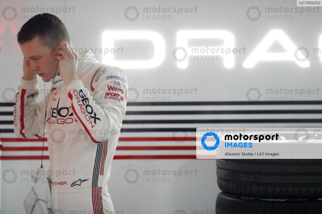 Maximilian Günther (DEU), Dragon Racing, prepares in the garage