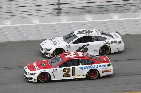 #21: Matt DiBenedetto, Wood Brothers Racing, Ford Mustang Motorcraft/Quick Lane, #6: Ryan Newman, Roush Fenway Racing, Ford Mustang