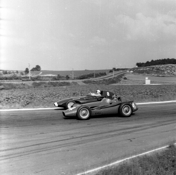 1958 French Grand Prix.Reims, France.4-6 July 1958.Stirling Moss (Vanwall number 8) and Juan Manuel Fangio (Ferrari Dino 246). This was Fangio's last race.Ref-2164.World Copyright - LAT Photographic