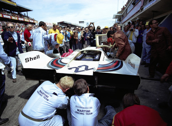A fuel and driver change pitstop for the Helmut Marko / Gijs van Lennep, Martini International Racing Team, Porsche 917K entry.