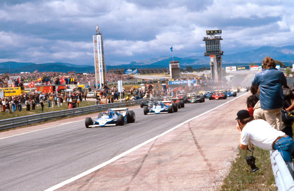 1979 Spanish Grand Prix.Jarama, Madrid, Spain.27-29 April 1979.Patrick Depailler and teammate Jacques Laffite (both Ligier JS11 Ford) lead the field away at the start.Ref-79 ESP 01.World Copyright - LAT Photographic