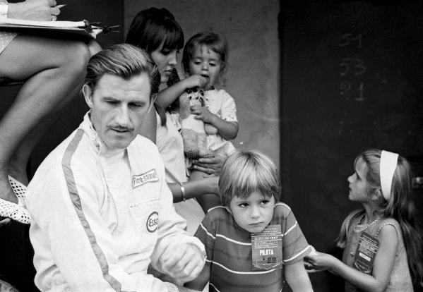 1967 Italian Grand Prix.Monza, Italy.8-10 September 1967.Graham Hill (Team Lotus) with a young Damon and Samantha Hill in the pits.Ref-1729/4B/W.A Race Through Time exhibition number 33.World Copyright - LAT Photographic
